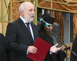 Viktor Vekselberg file photo, adapted from image at state.gov